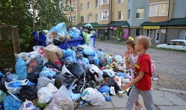 Кто и зачем заваливает Кишинёв мусором (видео)