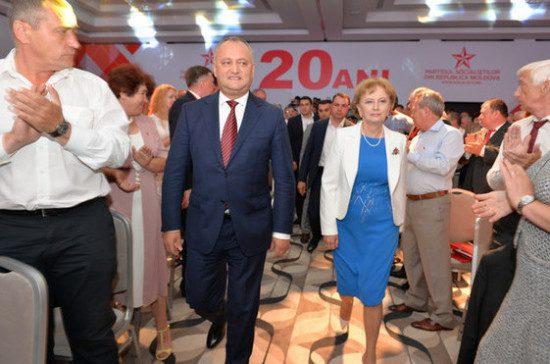 Игорь Додон и пропрезидентская ПСРМ остаются уверенными фаворитами народного доверия, – опрос