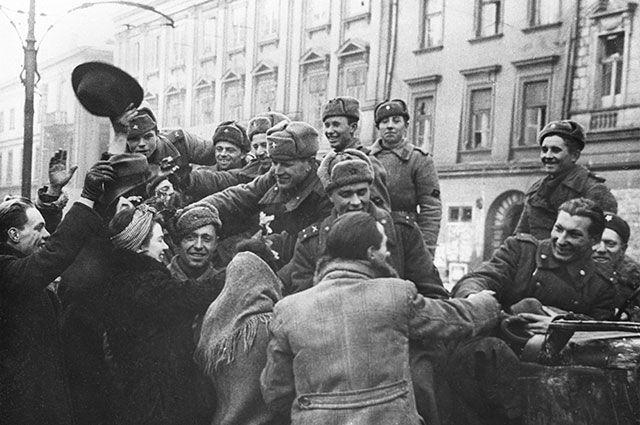 Летом 1944-го. Польше напомнили, откуда там памятники советским солдатам