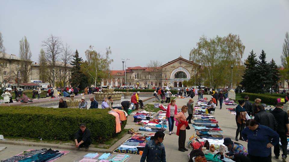 Продавцы «блошиного рынка» у ЖД вокзала получили бесплатные торговые места
