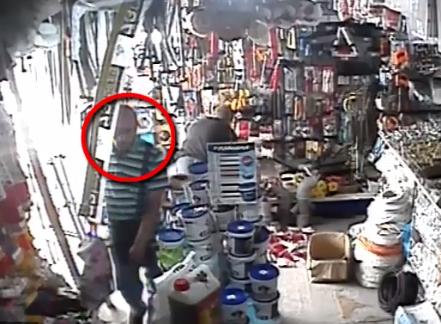 Иностранец украл мобильный телефон у продавца в Кишиневе (ВИДЕО)
