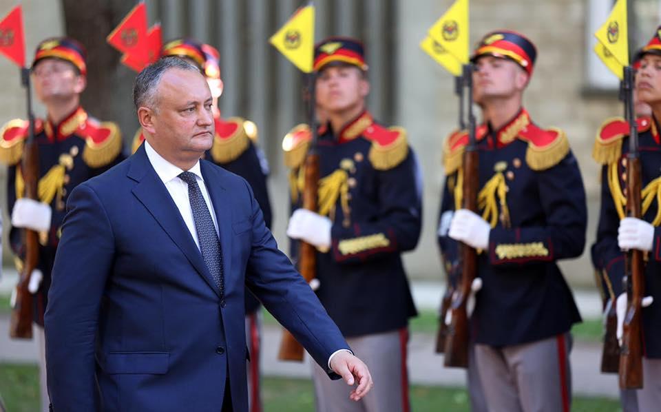 С 25-летием основания элитного Почетного караула поздравил Игорь Додон его служащих (ФОТО)