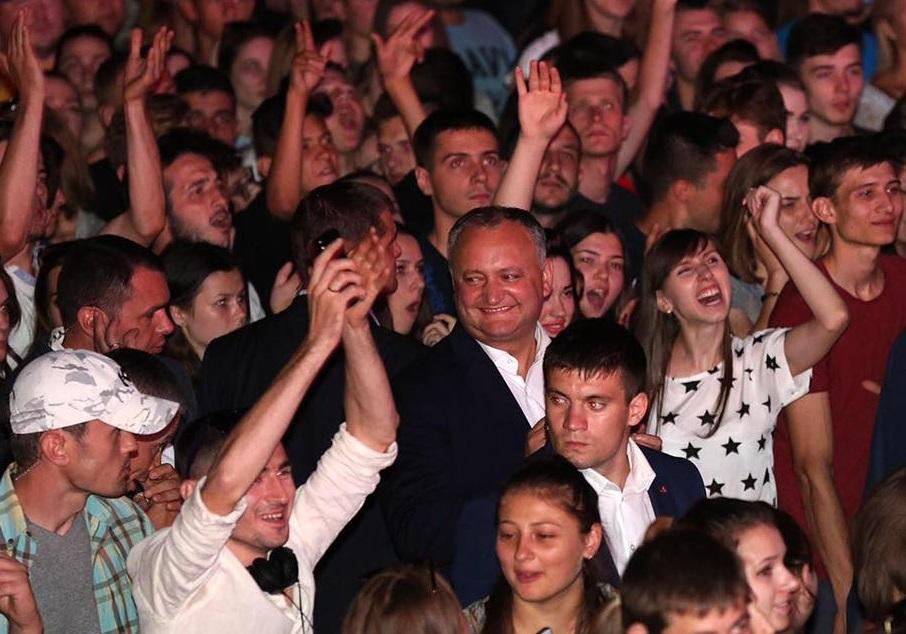 Десятки тысяч человек приняли участие в организованном под эгидой президента концерте (ФОТО, ВИДЕО)