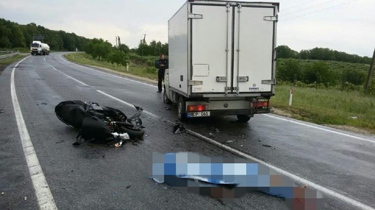Мотоциклист погиб в аварии с грузовиком на трассе Кишинев-Леушены (ФОТО, ВИДЕО)