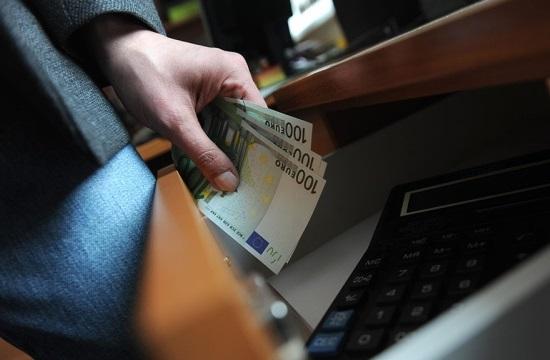 Получивший взятку в 600 евро полицейский оштрафован на 3 500 евро