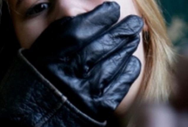 Двое молдаван жестоко изнасиловали несовершеннолетнюю в присутствии полицейского