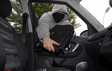 В Слободзее подросток украл деньги из припаркованного автомобиля