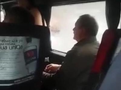 Оскорблявшего женщин пассажира маршрутки сняли на видео