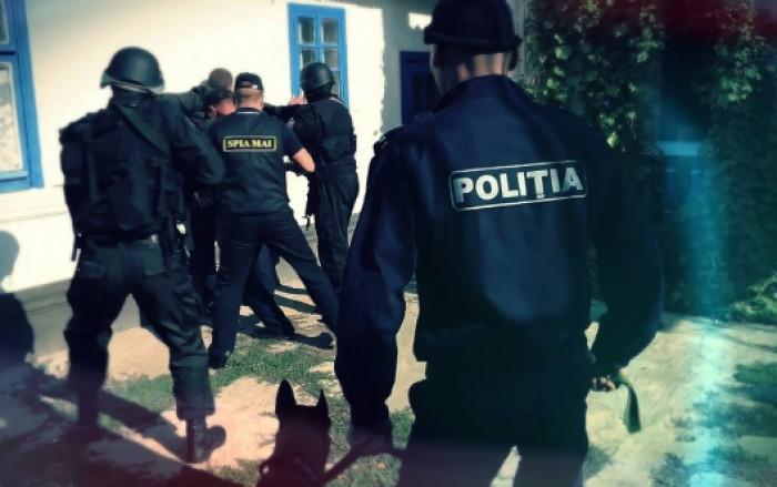 Двух полицейских-наркоторговцев задержали в Кишиневе