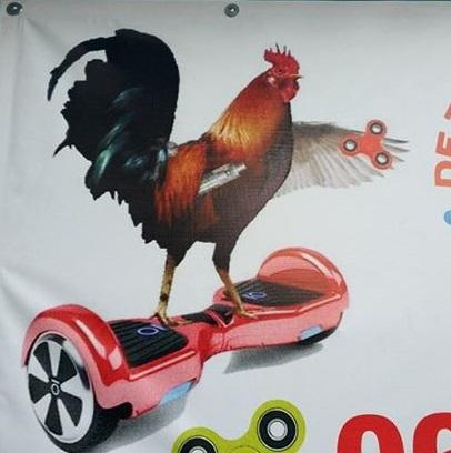 «Беспощадная» реклама с петухом насмешила жителей Кишинева (ФОТО)