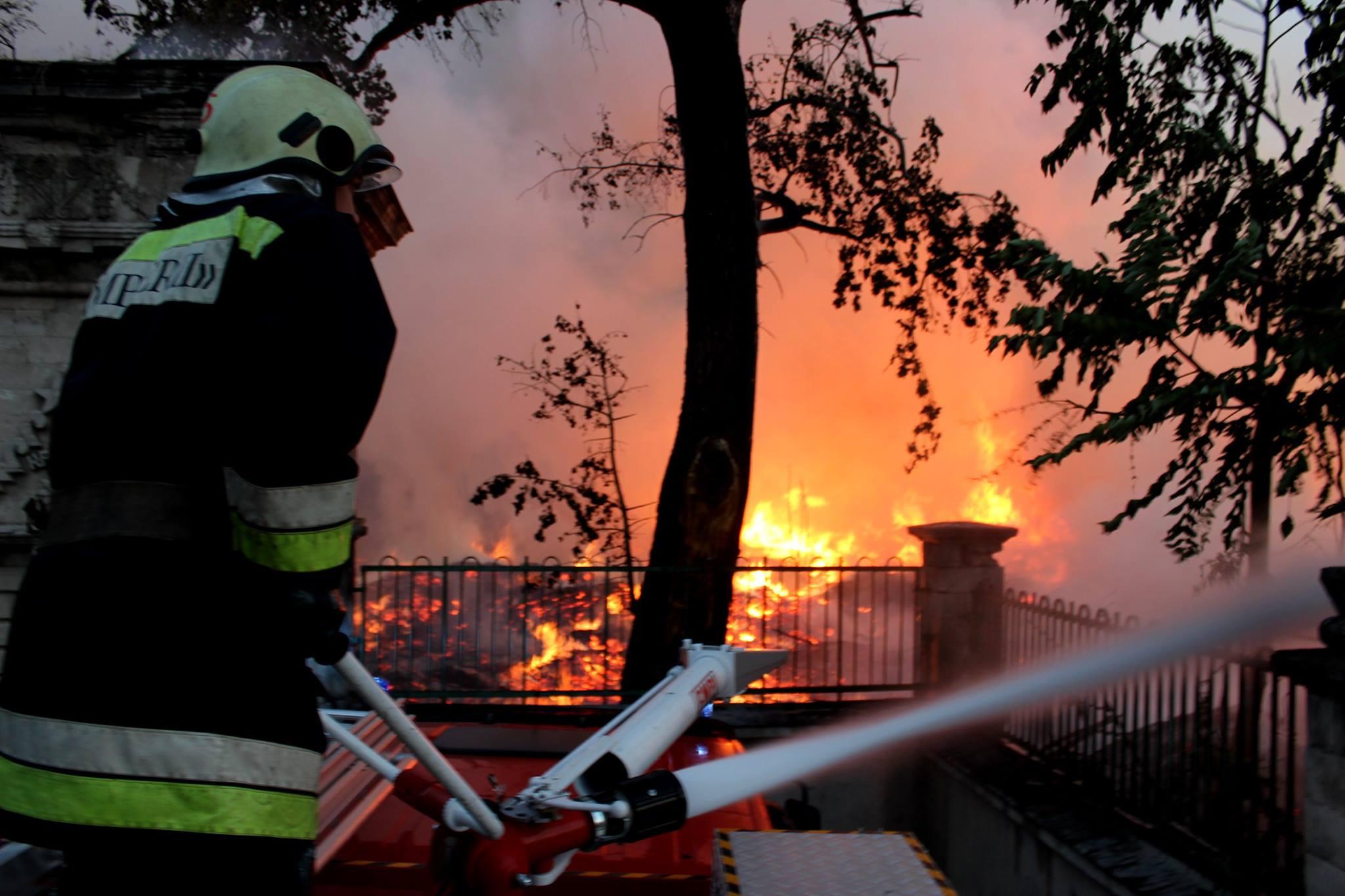 Причиной пожара на Республиканском стадионе может быть поджог
