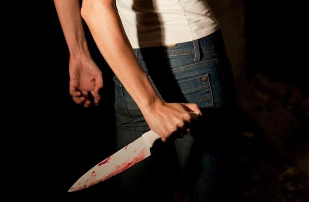 Выпившая женщина ударила собутыльника ножом в грудь