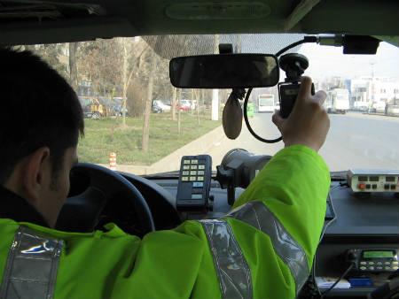 На восьми трассах страны сегодня находятся патрульные с радарами