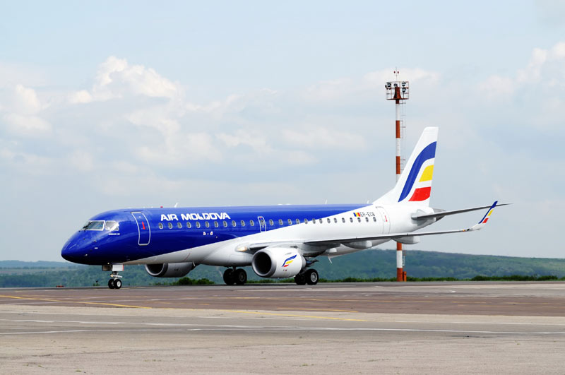 Моменты ужаса пережили пассажиры самолета cо сломанным шасси Air Moldova