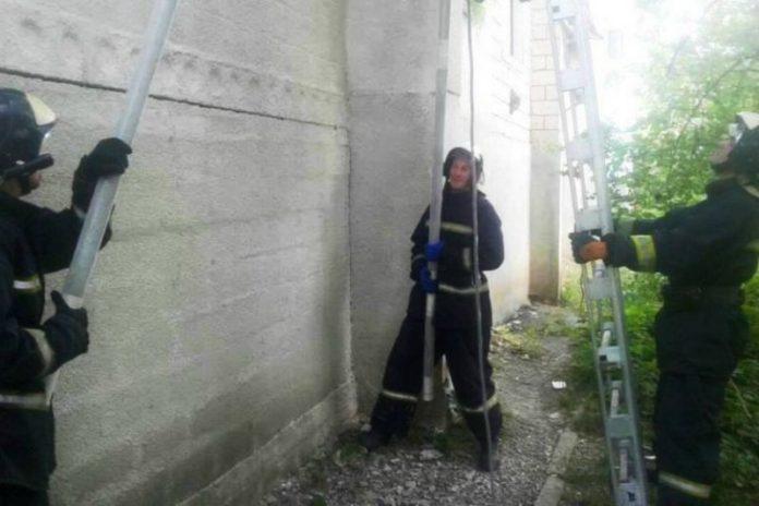 Бездыханное тело мужчины, не выходившего три дня из квартиры, обнаружили спасатели в Оргееве