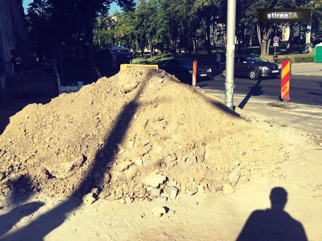 Столичные тротуары стали настоящими ловушками для пешеходов (ФОТО)