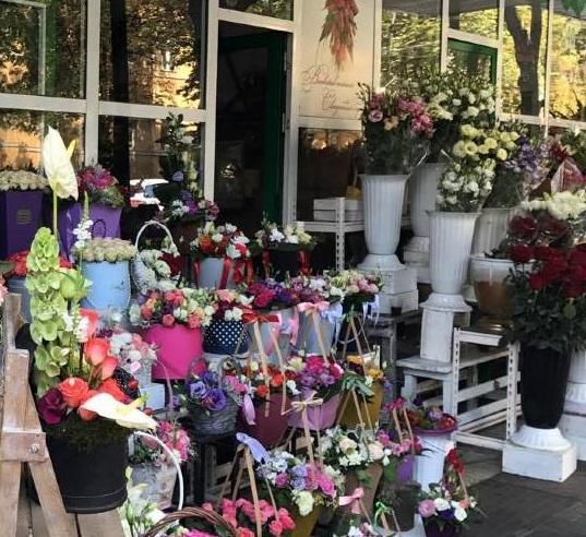 Внезапной проверке налоговиков подверглись торговцы цветами (ВИДЕО)