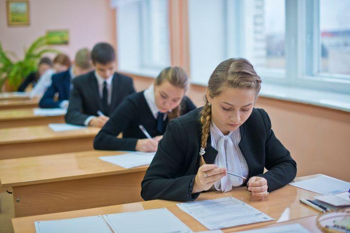 54 выпускникам повысят оценки из-за обнаруженных в экзаменационных тестах ошибок
