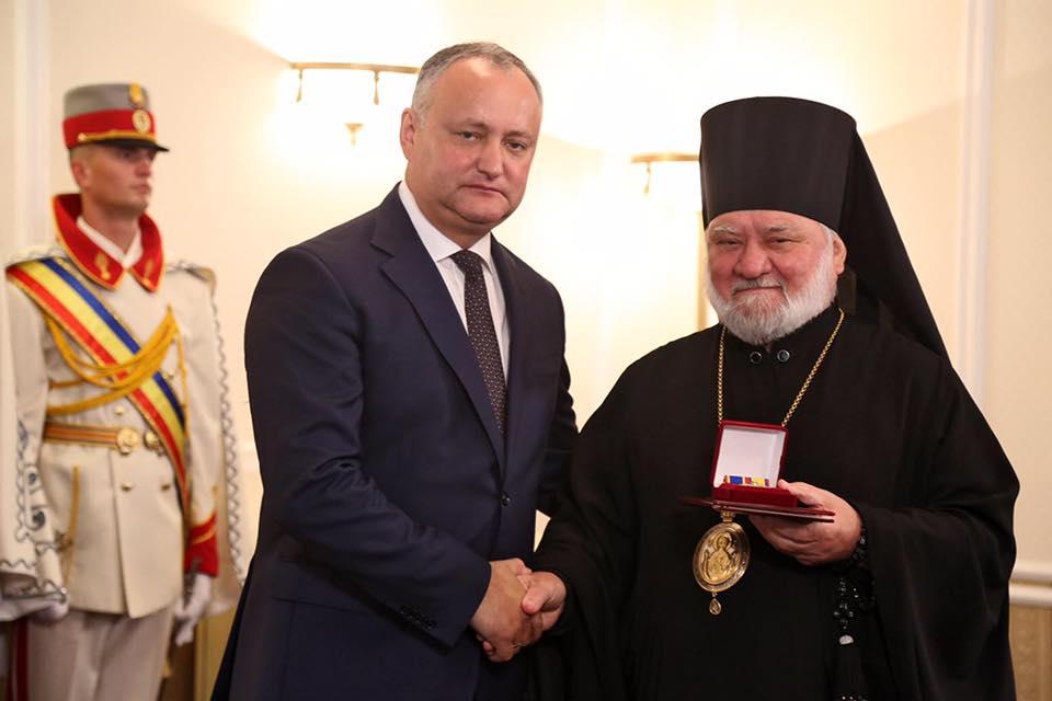 Игорь Додон наградил 16 священнослужителей Митрополии Молдовы (ФОТО)