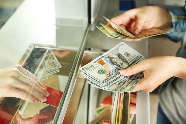 Приднестровцу выдали фальшивую купюру при обмене в Одессе