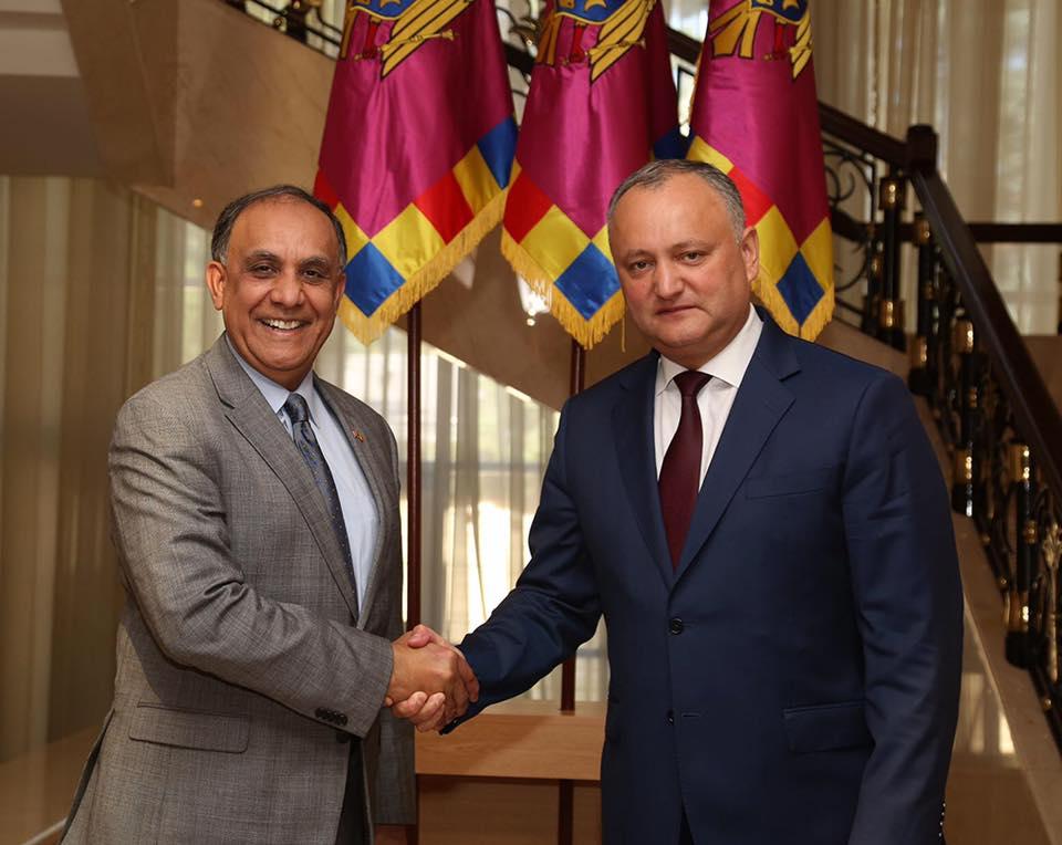 Президент встретился с экс-послом США по инициативе дипломата