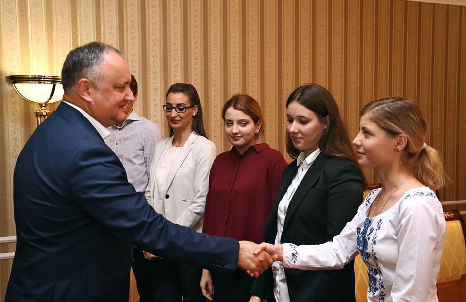 Первый шаг для возвращения молодежи на Родину сделал президент