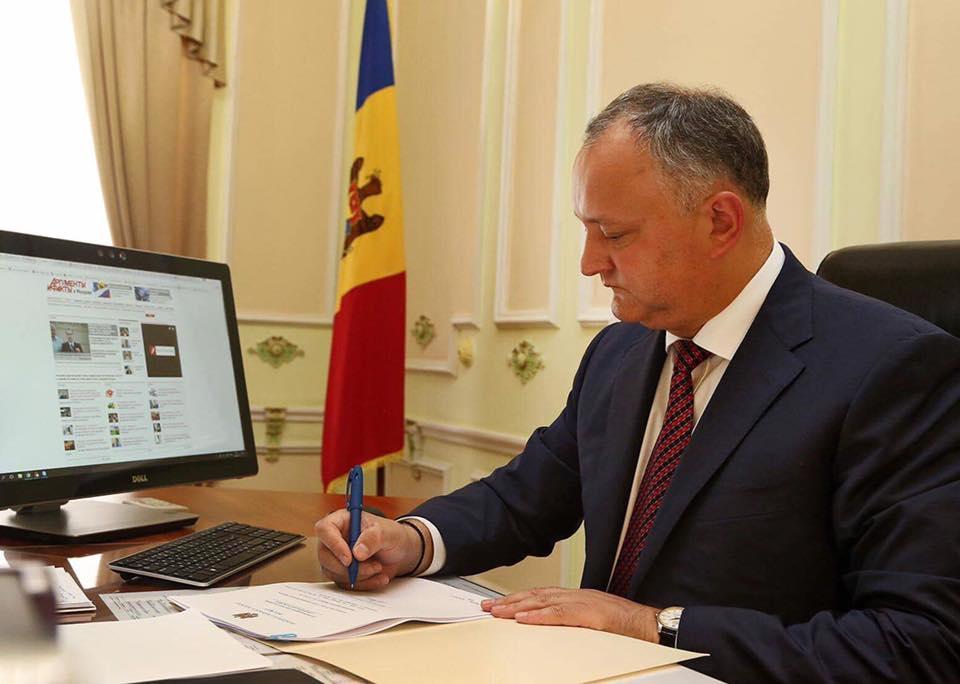 Додон промульгировал закон о переходе к смешанной избирательной системе (ФОТО)