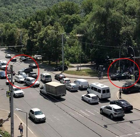 Две аварии разом произошли на оживленном перекрестке Рышкановки (ФОТО)
