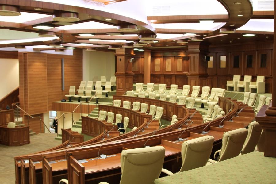 """""""Акумовцы"""" сорвали заседание парламента и не позволили премьеру представить информацию о деятельности правительства за 100 дней"""