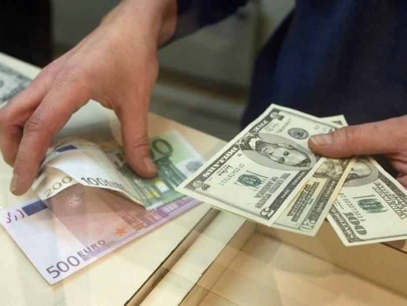 Курс валют на понедельник: доллар не изменится, евро подрастет