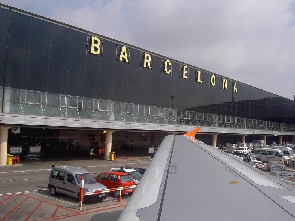 Месячная забастовка в аэропорту Барселоны нарушит планы молдаван