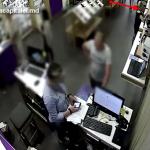 Наглое воровство дорогих наручных часов в столичном магазине попало на видео