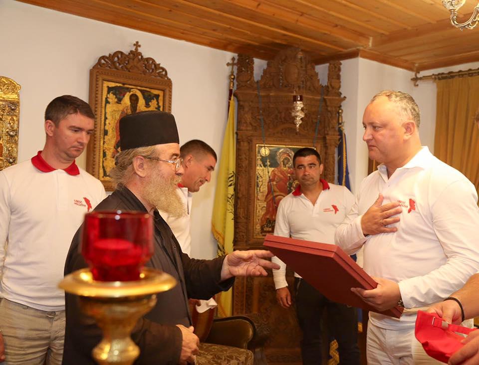 Игорь Додон посетил Скит святой праведной Анны на Святой Горе Афон (ФОТО)
