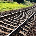 На железнодорожных путях в Чимишлии поезд сбил водителя легкового автомобиля