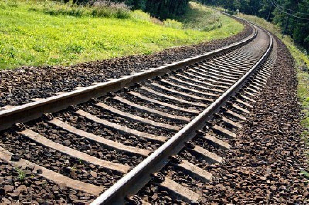 Сбитый поездом водитель скончался на месте в Каушанах (ФОТО)