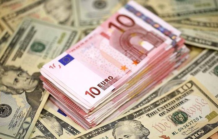 Курс валют на понедельник: доллар подрастет, евро подешевеет