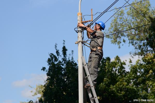 Интернет-кабеля с новых столбов на Штефана чел Маре будут демонтированы