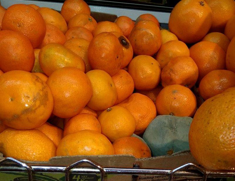 Мандарины дор-блю обнаружили в столичном супермаркете (ФОТО)