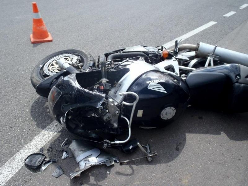 На карантинном посту в Вулканештах случилась авария: мотоцикл протаранил автомобиль