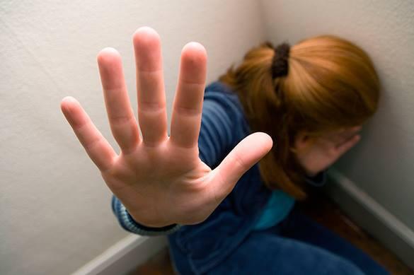 Наблюдавший за изнасилованием девушки полицейский также надругался над ней