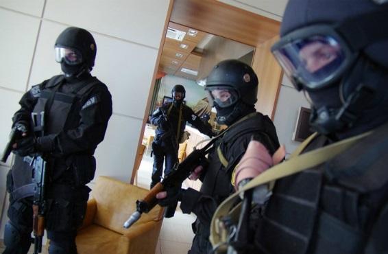 Обыски в Налоговой службе: задержаны налоговый инспектор и экономический агент