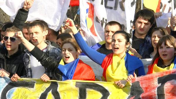 Унионисты в шоке: сторонников объединения Молдовы с Россией больше, чем объединения с Румынией (ФОТО)