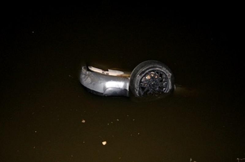 Нетрезвый 18-летний водитель погиб, угодив на высокой скорости в озеро (ФОТО)