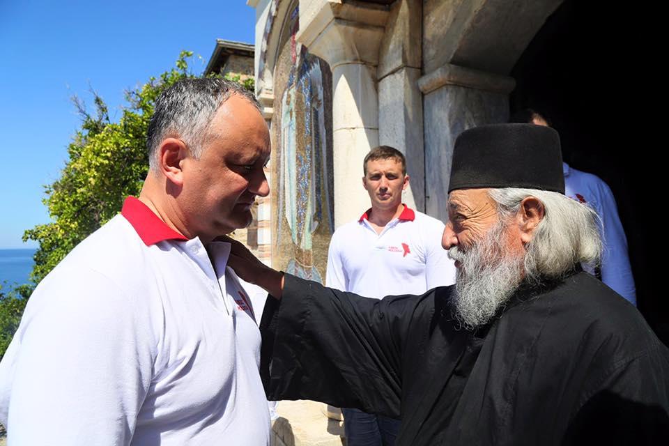 Помощь в реставрации иконостаса монастыря Дохиар на Афоне пообещал Игорь Додон (ФОТО)