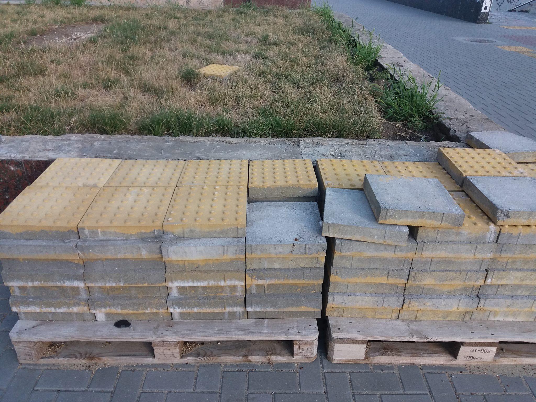 Укладка тактильной плитки на бульваре Штефана чел Маре завершилась, едва начавшись (ФОТО)