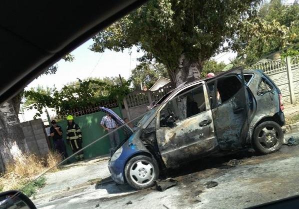 На Ботанике дотла сгорел легковой автомобиль (ФОТО)