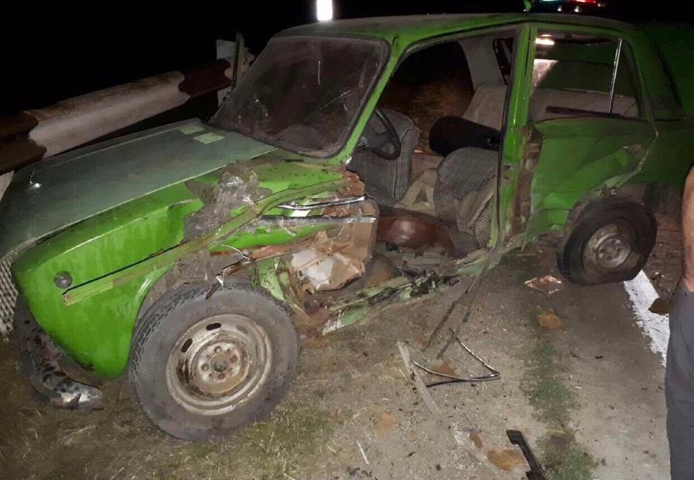 В жутком ночном ДТП сильно пострадали три молодых человека (ФОТО)