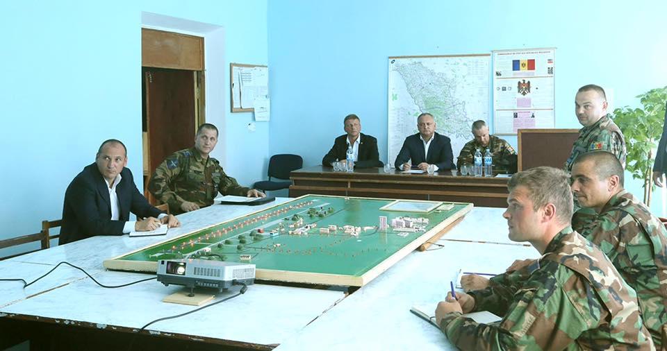 """Возврат к соцпакету для военнослужащих и переход на """"контракт"""" обсудят на заседании Совбеза"""