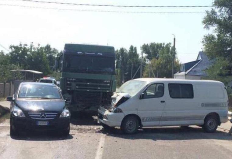 В аварии с грузовиком в Хынчештском районе серьезно пострадал человек (ФОТО)