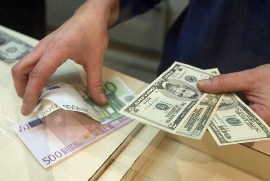 Курс валют на среду: лей продолжает обесцениваться по отношению к евро